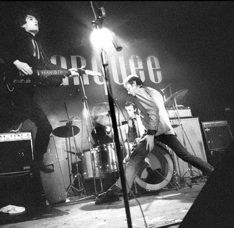 Pictures On My Wall – Dr Feelgood – Marquee Club, Londres – 2/01/1975