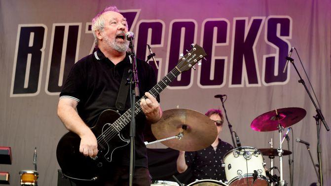 Nécro News – Pete Shelley, le chanteur des Buzzcocks, est mort.