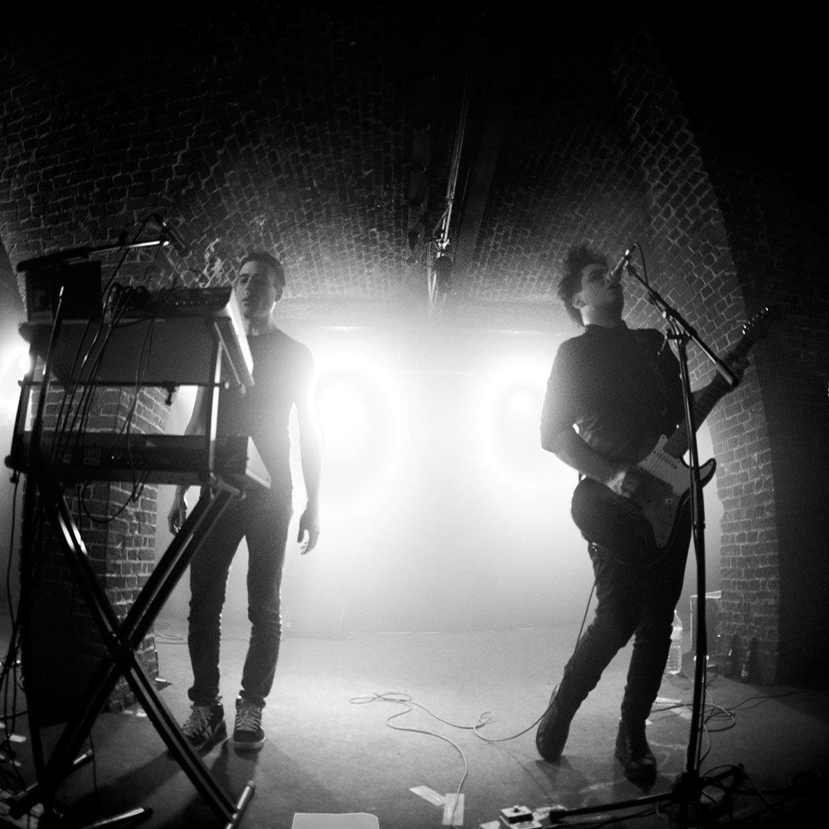 Post-punk shivers – She Past Away – Durdu Dünya – Boy Harsher Remix
