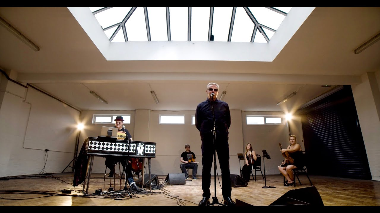 Le Live de la semaine – Madness presents – Two Mad Men and a String Quartet (Live Performance)