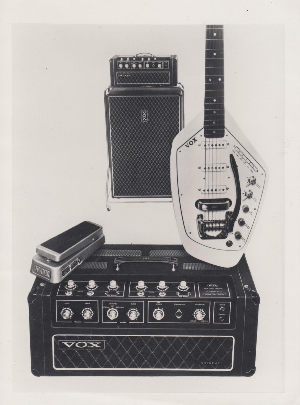 Curiosities – La guitare Vox Phantom de Ian Curtis aux enchères